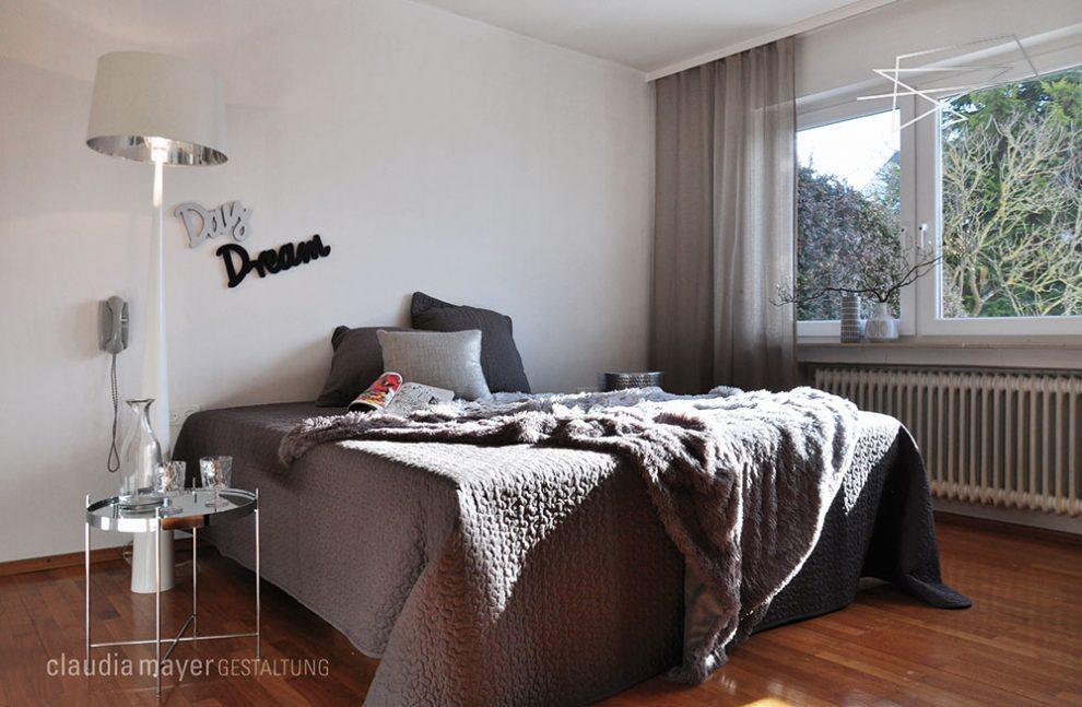 Schlafzimmer mit Home Staging fotografiert