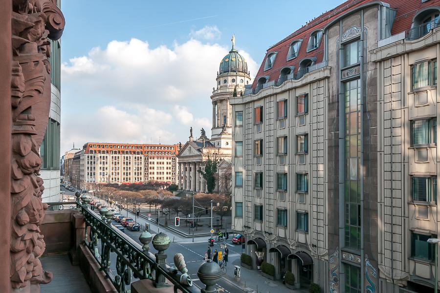 Blick auf den Gendarmenmarkt vom Balkon des Hauses
