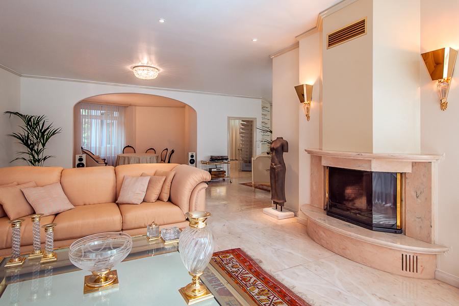 Wohnraum mit Kaminanlage