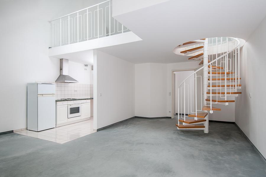 Wohnküche mit Galerie und Zugang zum Maisonette-Bereich