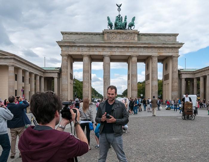 Making of: Videoaufnahmen für einen Kameratest vor dem Brandenburger Tor.