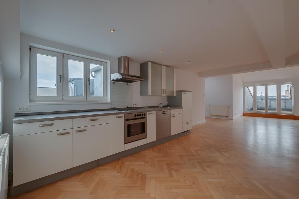 Die großzügige Wohnküche lässt viel Raum für eigene Einrichtungsideen.