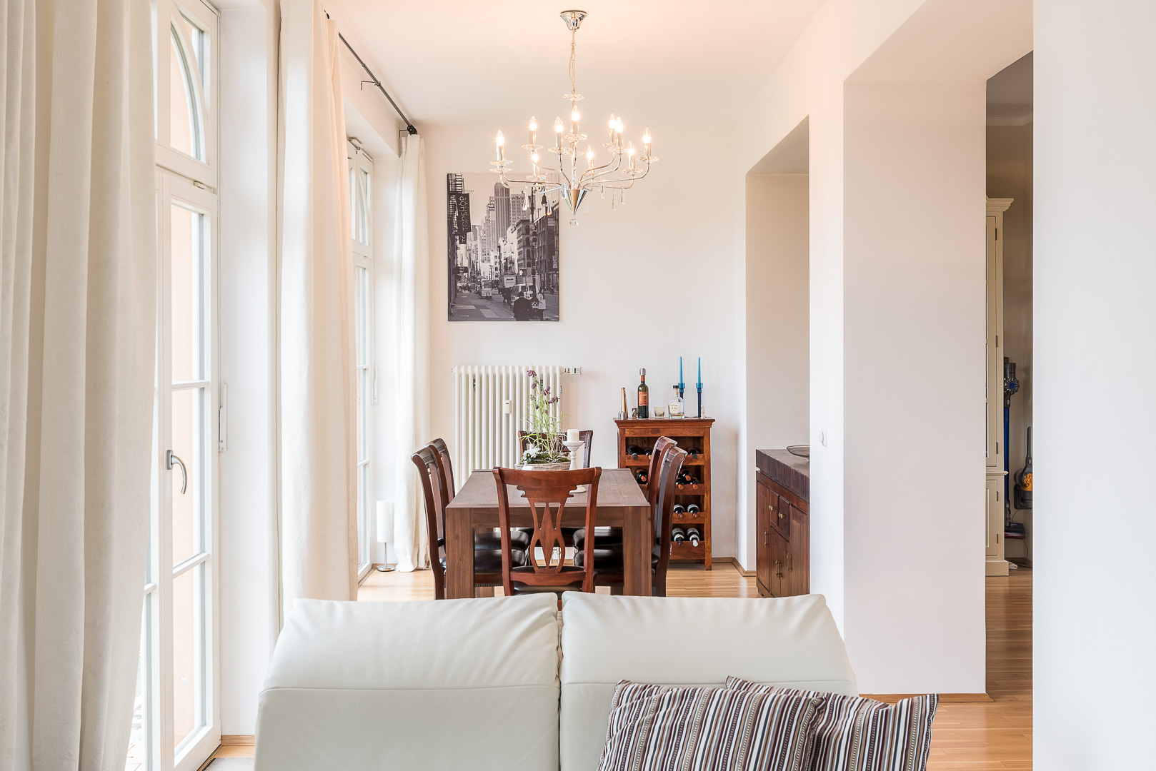 Wohnzimmer, Essbereich, Küche