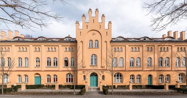 Das See-Schloss Berlin-Hermsdorf ist eine außergewöhnliche Wohnadresse.