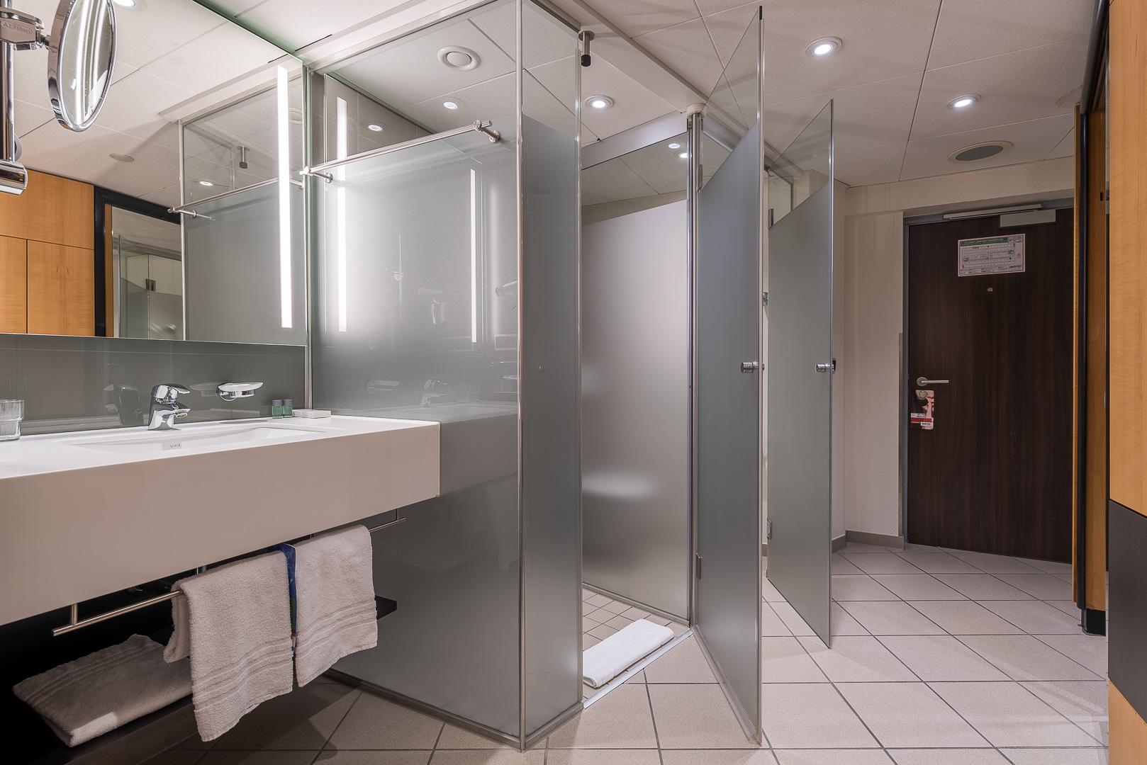 Hotelzimmer, Dusche, WC