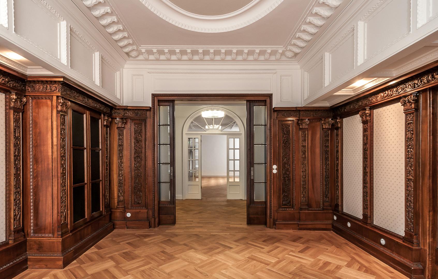 Repräsentatives Büro, Holzvertäfelung, Schnitzerei, Stuckdecke