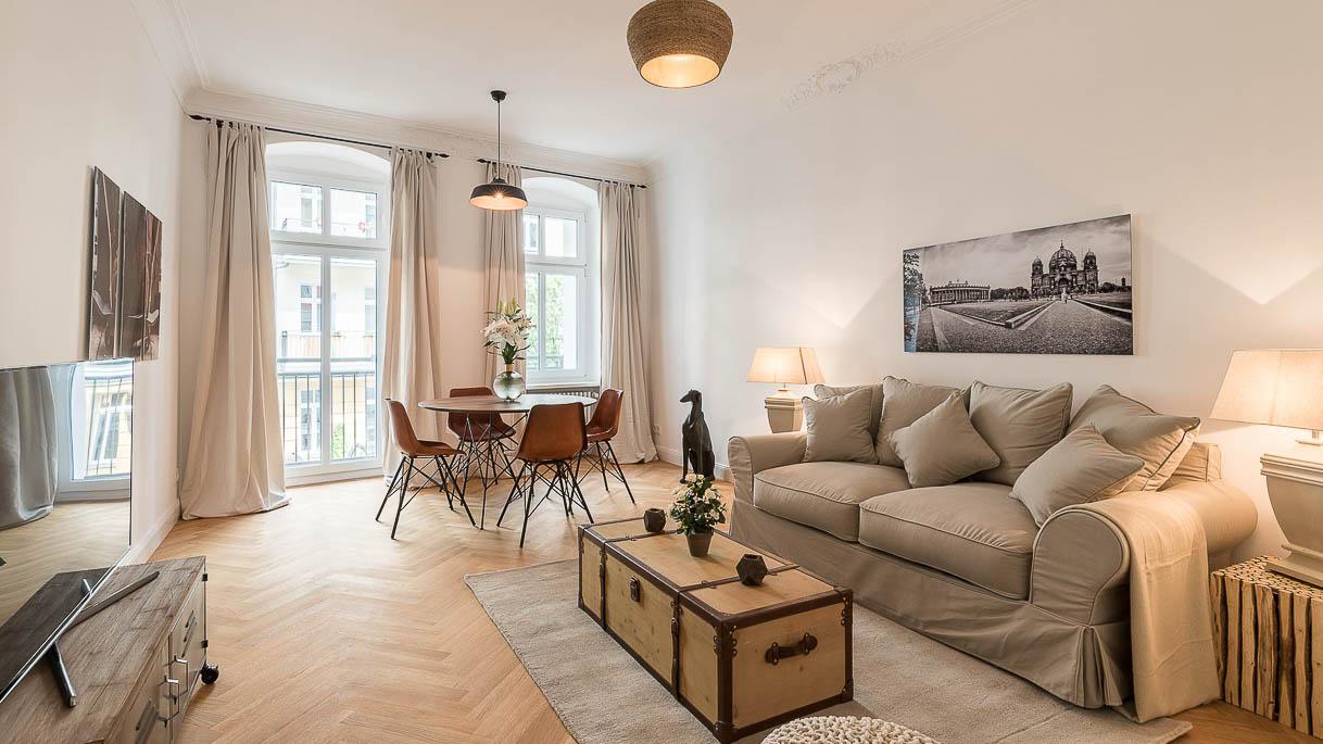 Wohnzimmer im sanierten Altbau - Immofotos - PrimePhoto