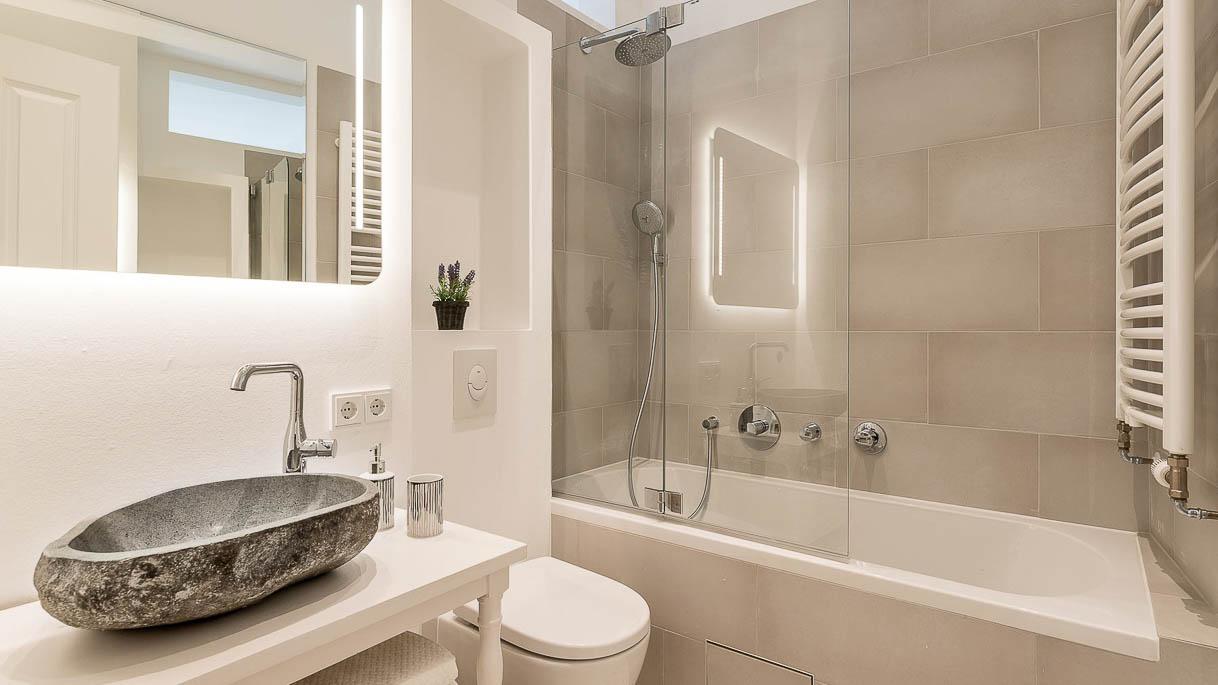 PrimePhoto - Minibad in rekonstruierter Altbauwohnung - Immobilienfotos