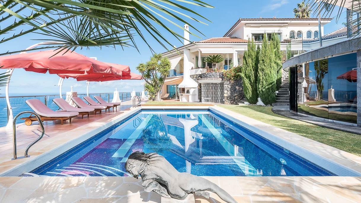 Gartenanlage mit Pool - PrimePhoto - Architektur | Immobilien | Innendesign