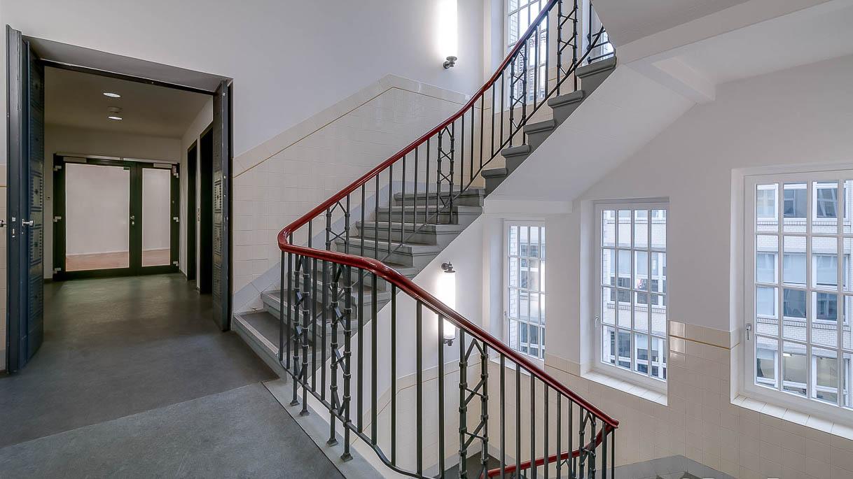 Treppenhaus in einem Verlagsgebäude - Architekturfotografie