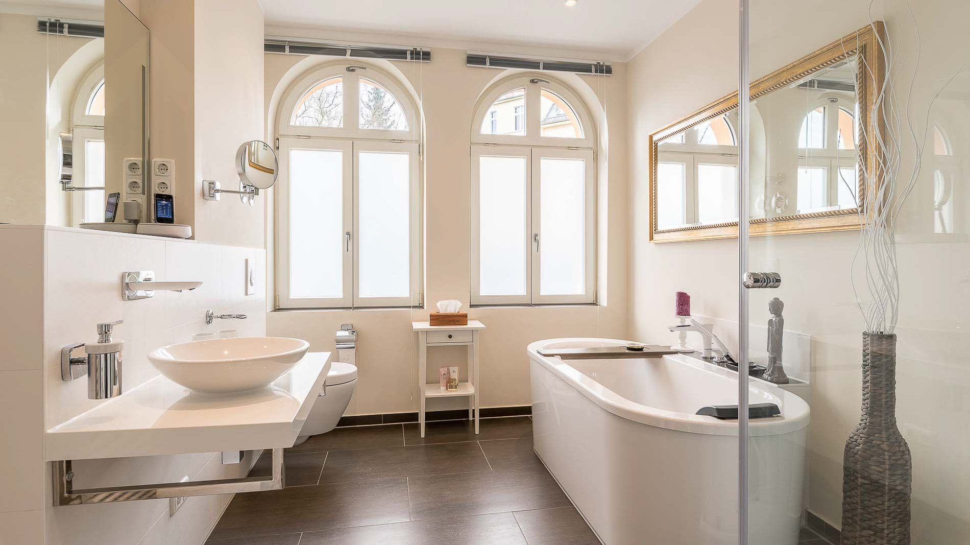 Modern Bathroom in historic Environment - PrimePhoto - RE Photo
